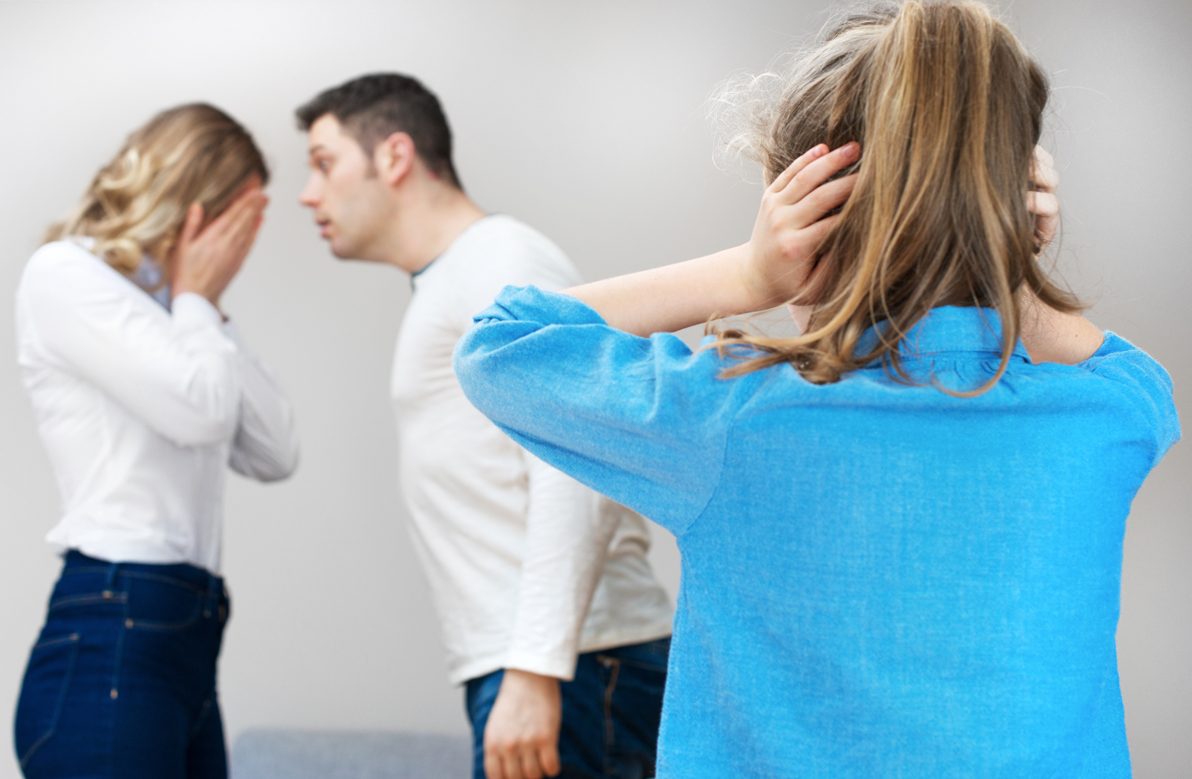 parents shouldnt fight in front of Fighting in front of the kids pin it is there a way to fight right in front of our children how should parents argue fairly in front of their children.