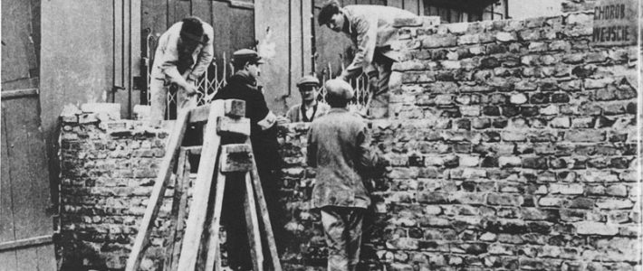 Building the wall around the Warsaw Ghetto, 1940